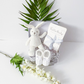 Knitted Memories baby gift set